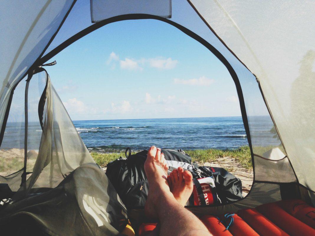 Sove i telt